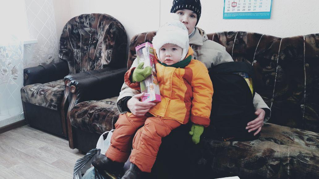 Двухлетняя Полина с мамой Ангелиной.