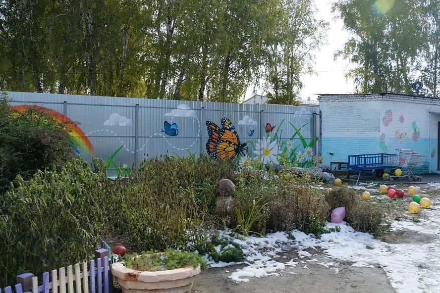 Забор отгородит дом ребенка от стройки